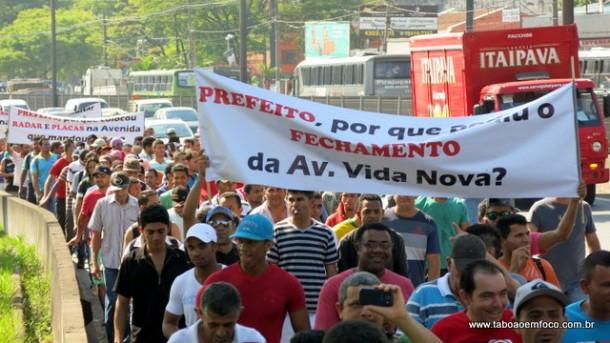 Manifestantes durante caminhada na Rodovia Régis Bittencourt.