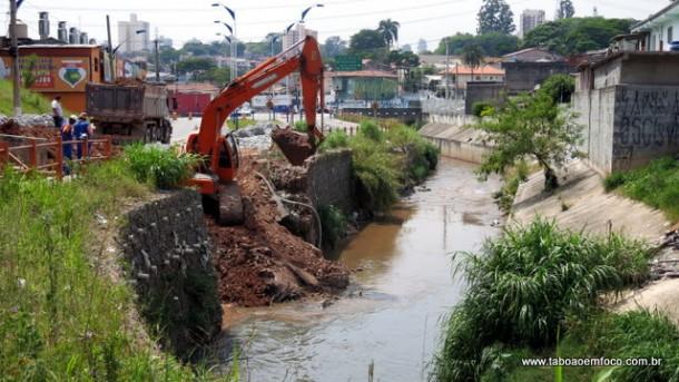 DAEE inicia reconstrução de trecho do Córrego Pirajuçara em Taboão da Serra.