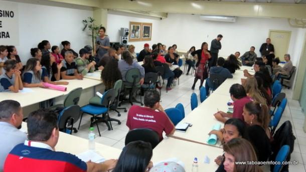 Reunião entre alunos, pais e professores com a Diretoria de Ensino de Taboão da Serra termina sem acordo.