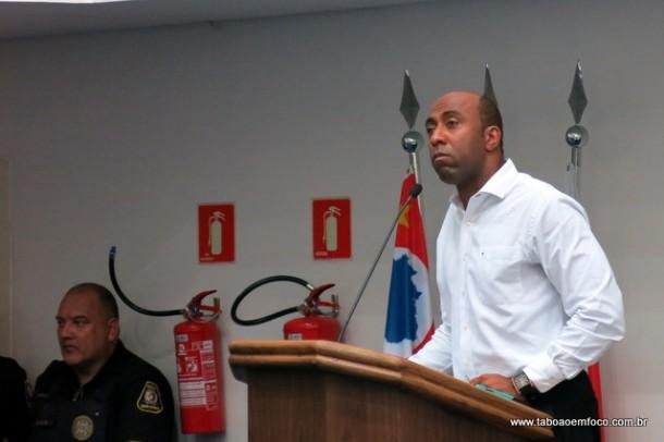 Ofendido, Eduardo Lopes ameaça prender munícipes ligados a oposição por suposta ofensas.