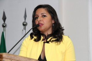 Joice Silva quer mais explicações do Estado sobre a reorganização escolar. (Foto: Cynthia Gonçalves / CMTS)