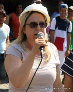 Coube a vereadora Luzia Aprígio dar a notícia do acordo com o prefeito Fernando Fernandes pela retirada das placas.