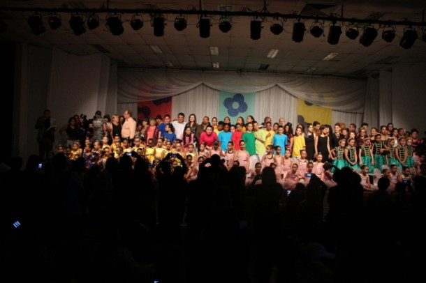 Mais de 30 coreografias passaram pelo palco do CEMUR no encerramento das atividades da Escola de Bailado (Foto: Ricardo Vaz / PMTS)