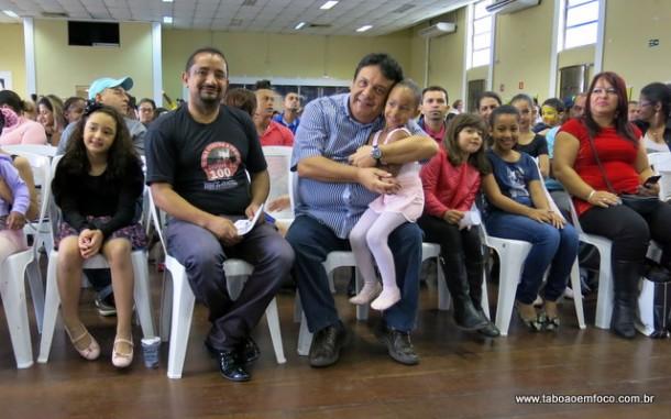 Vereador Cido e o prefeito Fernando Fernandes durante mostra cultural