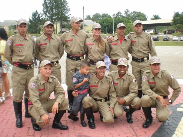 Os 10 bombeiros civis que vão trabalhar em Taboão da Serra. (Foto: Arquivo Pessoal)