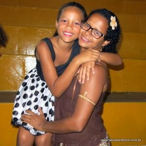Mãe e filha logo após a apresentação em Taboão.