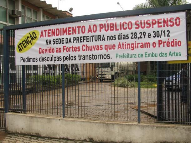 Prefeitura de Embu fechada apos alagamento_PMETEA