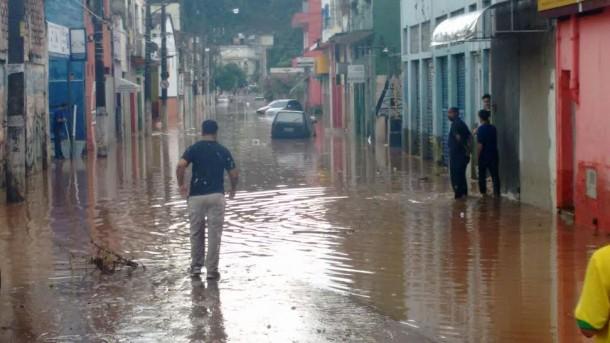 Alagamento deixou rastros de sujeira na região central de Taboão da Serra (Foto: Taboão em Foco)
