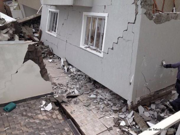 Casas desabam na Rua Rodesia_Defesa Civil
