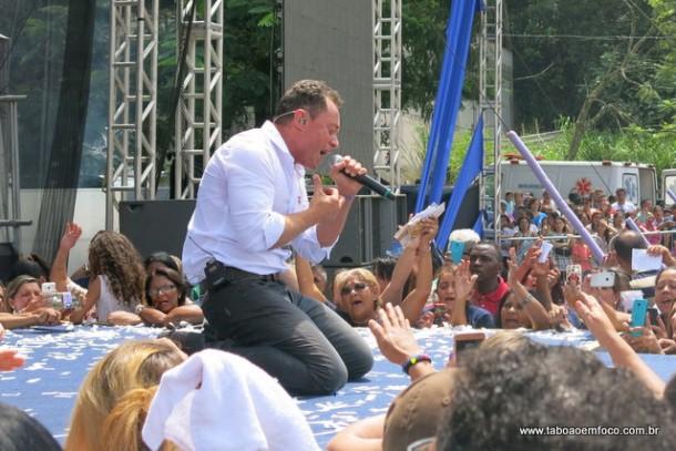 Fabio Teruel de joelhos em Taboao