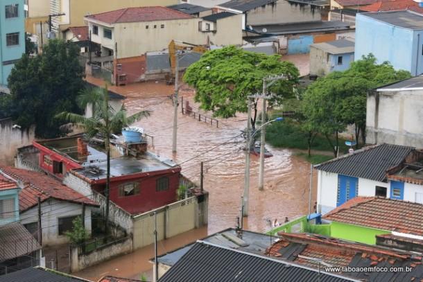 Em 55 dias, Taboão da Serra teve pelo menos quatro alagamentos em diversos pontos da cidade.