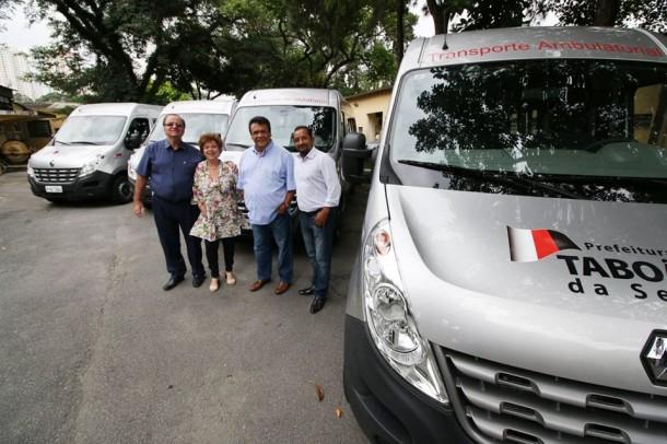 Vans para atendimento ambulatorial foram entregues oficialmente pelo prefeito Fernando Fernandes (Foto: Ricardo Vaz / PMTS)