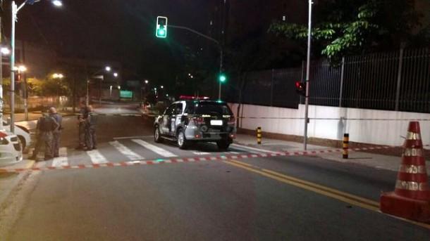 Polícia isola Câmara Municipal após bomba ser encontrada. O artefato foi explodido. (Foto: Reprodução)