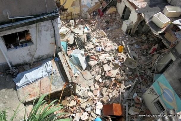 Casas desabadas após explosão causado pelo vazamento gás deixou dois mortos e dois feridos.