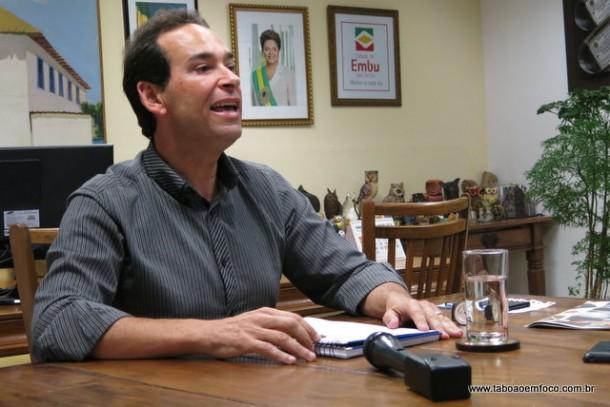 Com Dilma e Lula ao fundo, Chico Brito diz que vai continuar lutando contra o impeachment da presidenta.