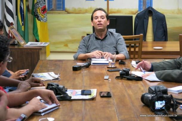 Em coletiva de imprensa, Chico Brito anuncia desfiliação do Partido dos Trabalhadores.