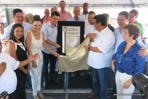 Políticos descerram placa de inauguração da UBS Clementino