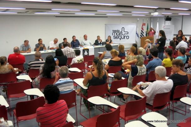 Moradores participam da reunião no Conseg Monte Alegre e cobram mais segurança. Eles também fizeram elogios pelas rondas constantes em alguns locais.