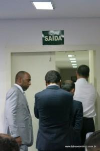 Parlamentares saem do plenário para mais uma rodada de reunião que discutiu o salário dos vereadores.