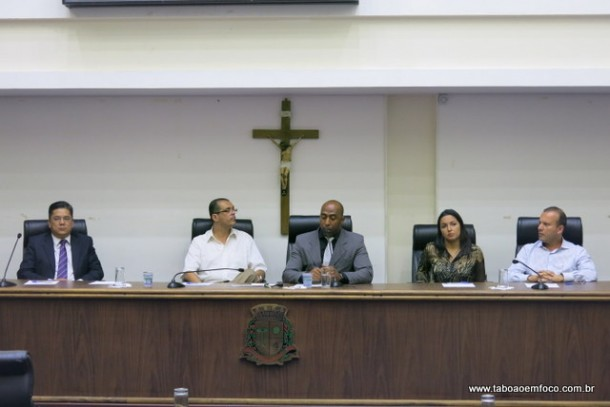 Membros da CPI foram vaiados durante toda oitiva, que aprovou a convocação de Aprígio e mais dois secretários municipais.