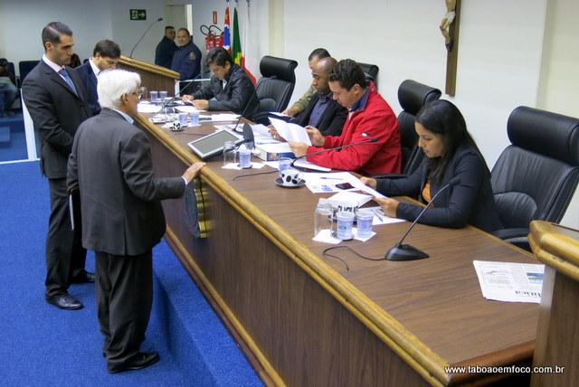 Advogados do presidente da cooperativa Aprígio comparecem a CPI.