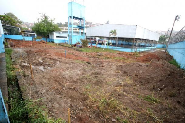 Obras na parte externa da EMEF Francisco Ferreira Paes já foram iniciadas pela Secretaria de Obras. (Foto: Ricardo Vaz / PMTS)