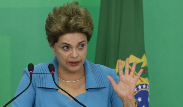 Dilma Rousseff é afastada do cargo por até 180 até o julgamento definitivo do processo de impeachment.