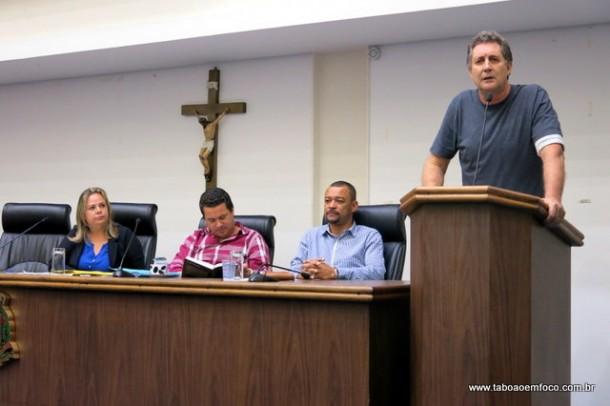 """Vereador Luiz Lune diz que CPI do Shopping Taboão vai dar """"em pizza"""" e abandona comissão."""