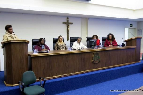 Em pé, Rose Menezes. Sentadas: Tania Portela (educadora), Luzia Aprígio (vereadora), Leila Dias (ex-coordenadora da promoção da igualdade racial de Taboão da Serra), Rita Hortência Queiróz (educadora) e Eliana Dias (S.O.S Racismo)