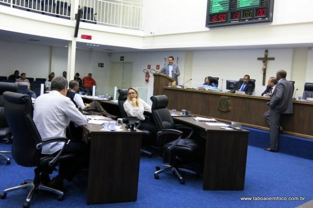 Governistas acusam Aprígio de financiar jornais que falam mal do prefeito e dos vereadores.