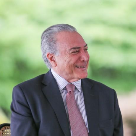 Vice-presidente Michel Temer assume interinamente a presidencia até a conclusão do processo de impeachment. (Foto: Divulgação)