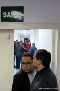 Ao fundo, vereadores instantes depois da confusão entre os vereadores Eduardo Nóbrega e Luiz Lune.