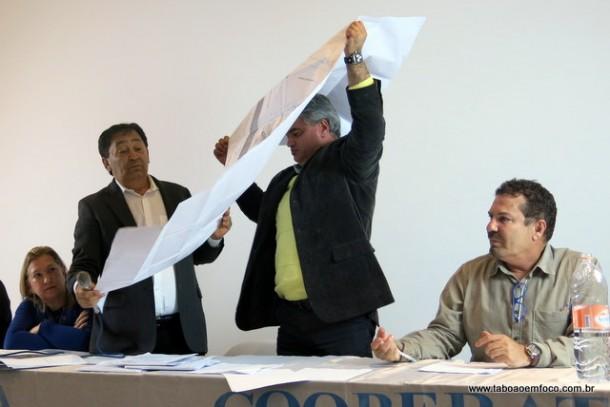 Defesa da cooperativa afirma que o atual prefeito Fernando aprovou projeto semelhante da cooperativa na sua antiga gestão.