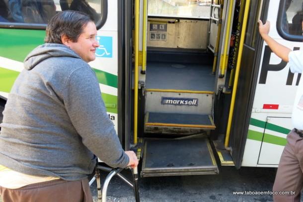 Ônibus que realizam as linhas municipais de Taboão da Serra também costumam estar com os elevadores quebrados. (Foto: Arquivo-2016)