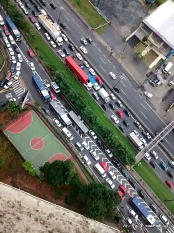 A leitora do Taboão em Foco encaminhou essa foto que mostra o trânsito na Régis Bittencourt no início da manhã de hoje.