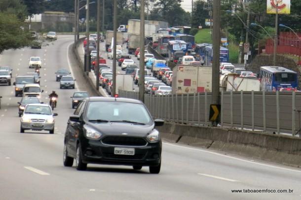 Justiça Federal do DF suspende multas a motoristas que não circularem com farol ligado nas rodovias.