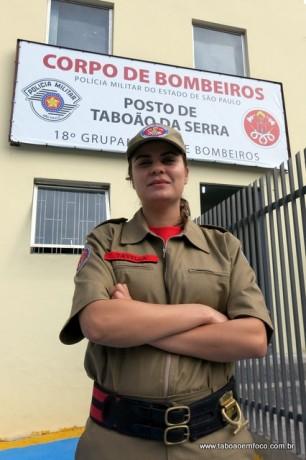 Por enquanto, a única mulher da corporação do Corpo de Bombeiros de Taboão da Serra.