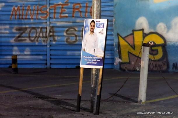 Pré-candidato a vereador deixa cavalete irregular em frente a igreja na Estrada Benedito Cesário.
