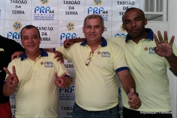 Pré-candidato a prefeito Plínio, ao lado de Karlinhos Lima, seu preferido a vice, e o presidente do PRP, que anunciou apoio a outro pré-candidato a prefeito.