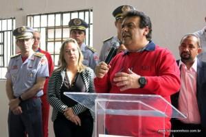 Fernandes discursa na inauguração dos Bombeiros.