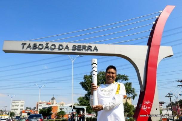 O judoca Rogério Zeferino foi o único taboanense a carregar a tocha olímpica.
