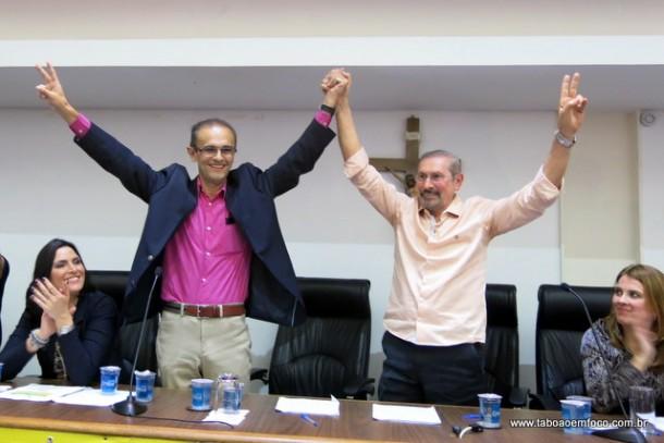 Ao lado do vice, Ronaldo Dias, o ex-prefeito Evilásio Farias oficializa sua candidatura para voltar a disputar a Prefeitura de Taboão da Serra.