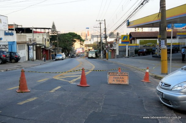 Rua Jose Andre de Moraes interditada no sentido Regis