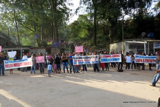 Sem Tetos do Parque Laguna protestam em Taboão da Serra