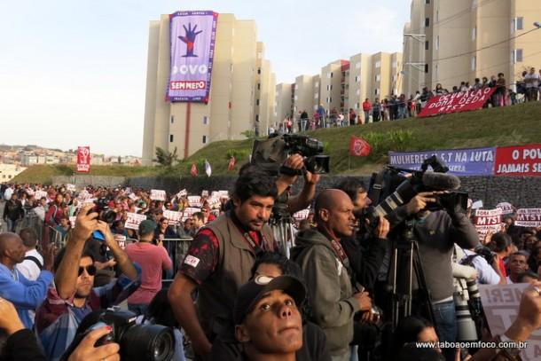 Visita de Dilma a Taboão da Serra foi acompanhada pela grande mídia e por milhares de pessoas.