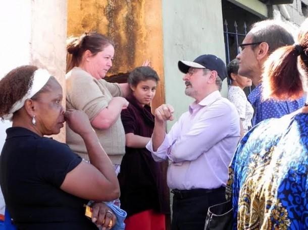 Evilásio pede votos no Parque Pinheiros. (Foto: Rose Santana)