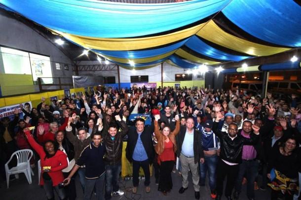 Fernando participou da inauguração do comitê da vereadora Érica Franquini (PSDB) na última quarta (24). (Foto: Reprodução)