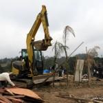 Máquinas derrubaram todos os barracos em terreno invadido