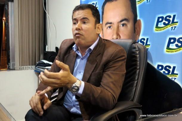 Após convenção, Vitor conversou com jornalistas.
