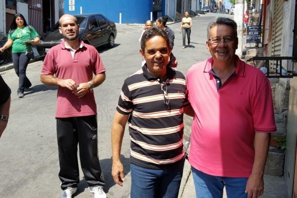 Ao lado do candidato a vice Betinho, Buscarini promete investir no monitoramento. (Foto: Sandra Pereira)